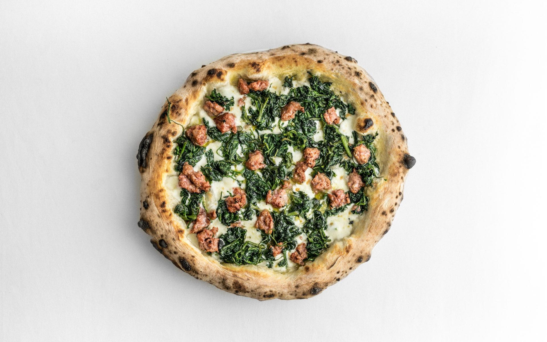 Pizza orapi, amaranto e salsiccia, infoodfamily