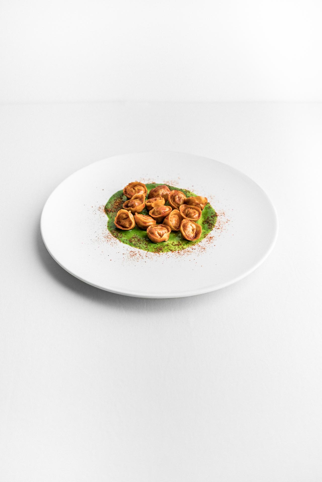 Tortelli di pollo alla diavola e peperoni di Luca Bizzarri, infoodfamily, foto di Matteo Bizzarri